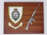 ROYAL REGIMENT OF FUSILIERS ( RRF ) MESS SHIELD AND SLR L1A1 COMBAT PLAQUE